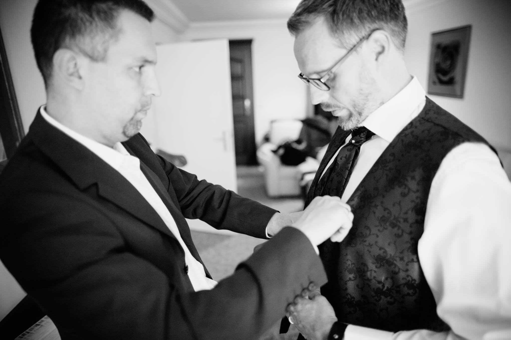 hochzeit-bräutigam-getting-ready