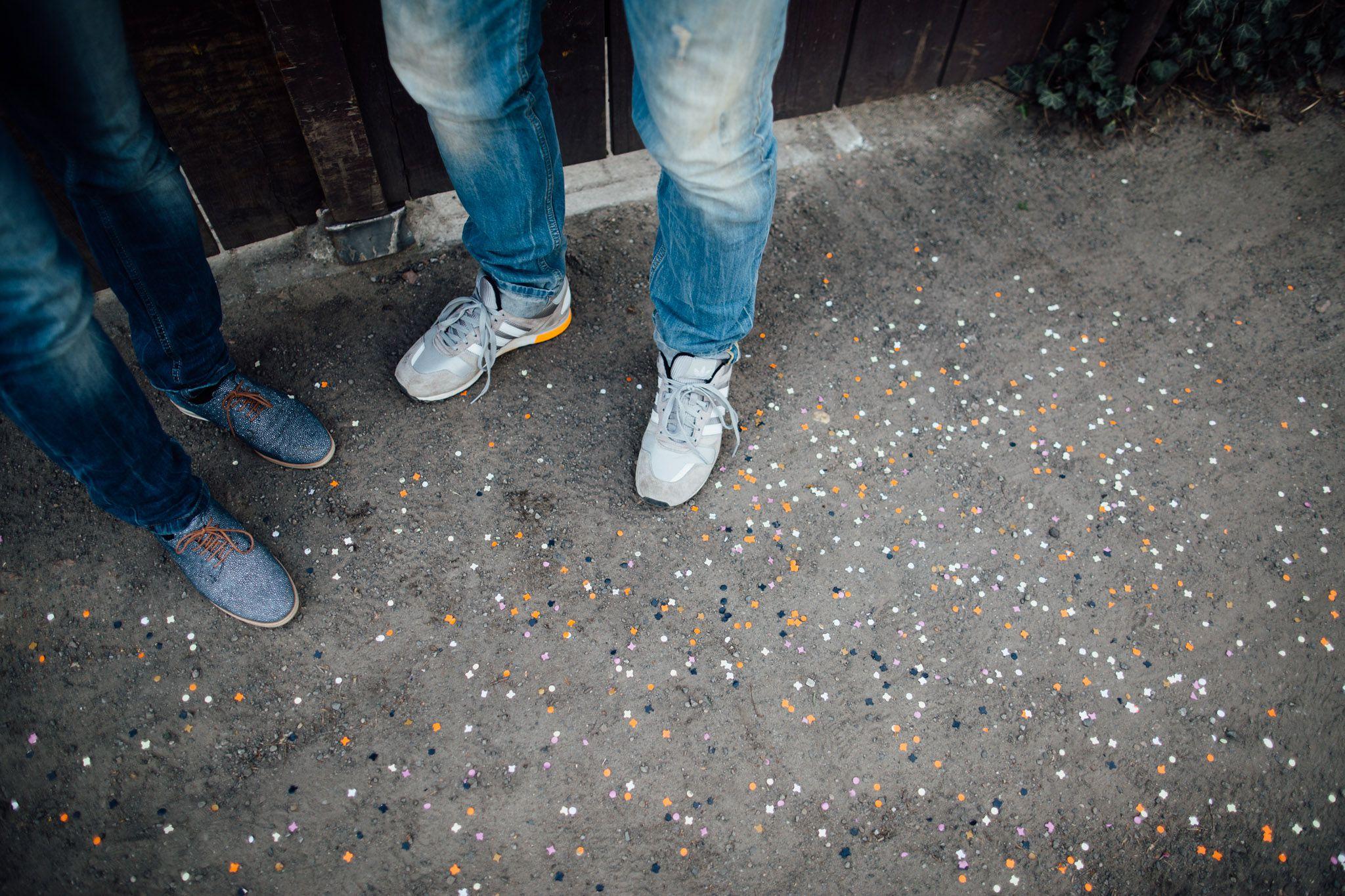 paarshoot-konfetti-berlin-hochzeitsreportage