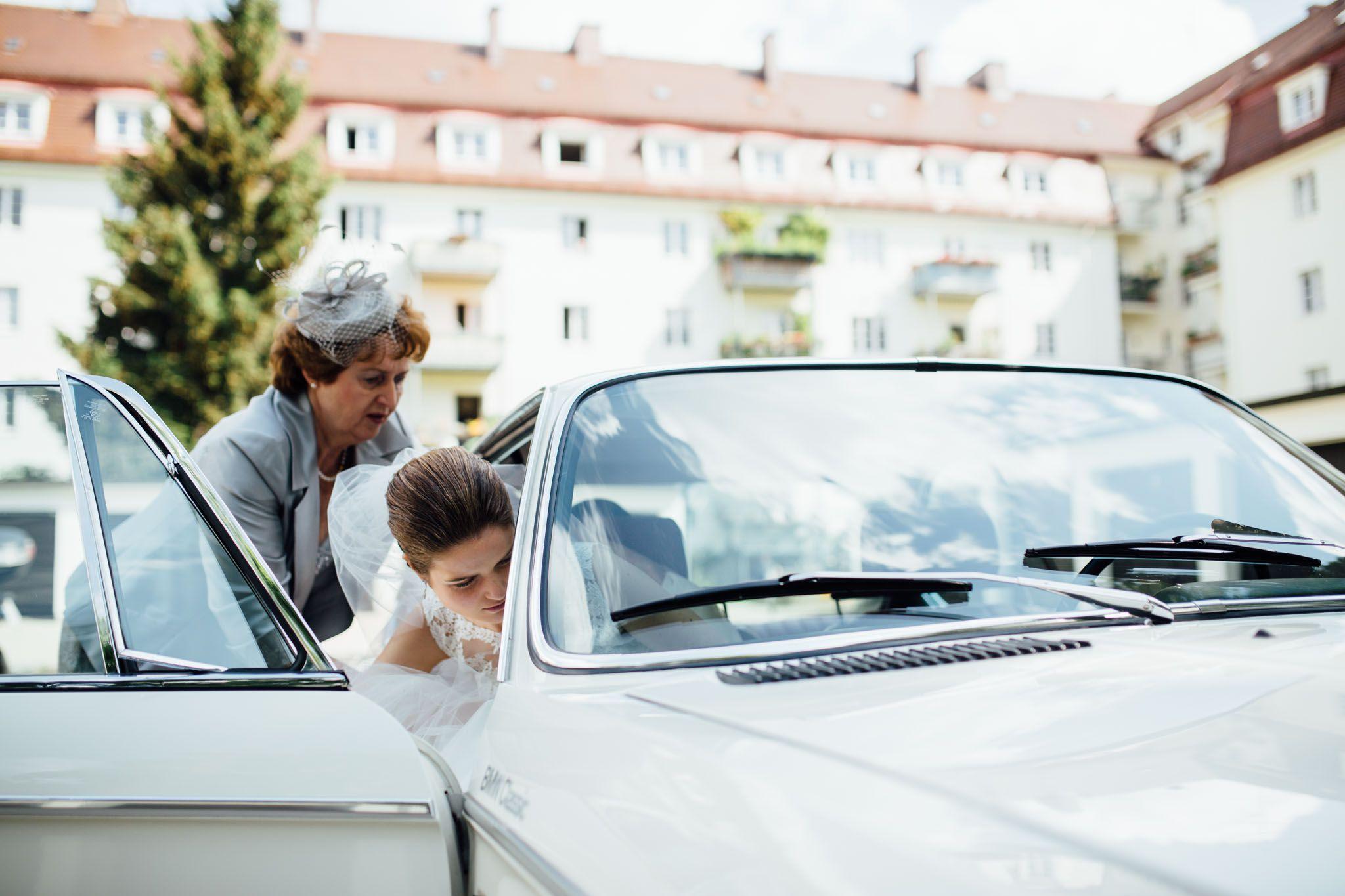 hochzeit-foto-münchen-reportage-auto