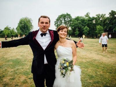 Heiraten auf Gut Suckow: Fröhliche Sommerhochzeit am See
