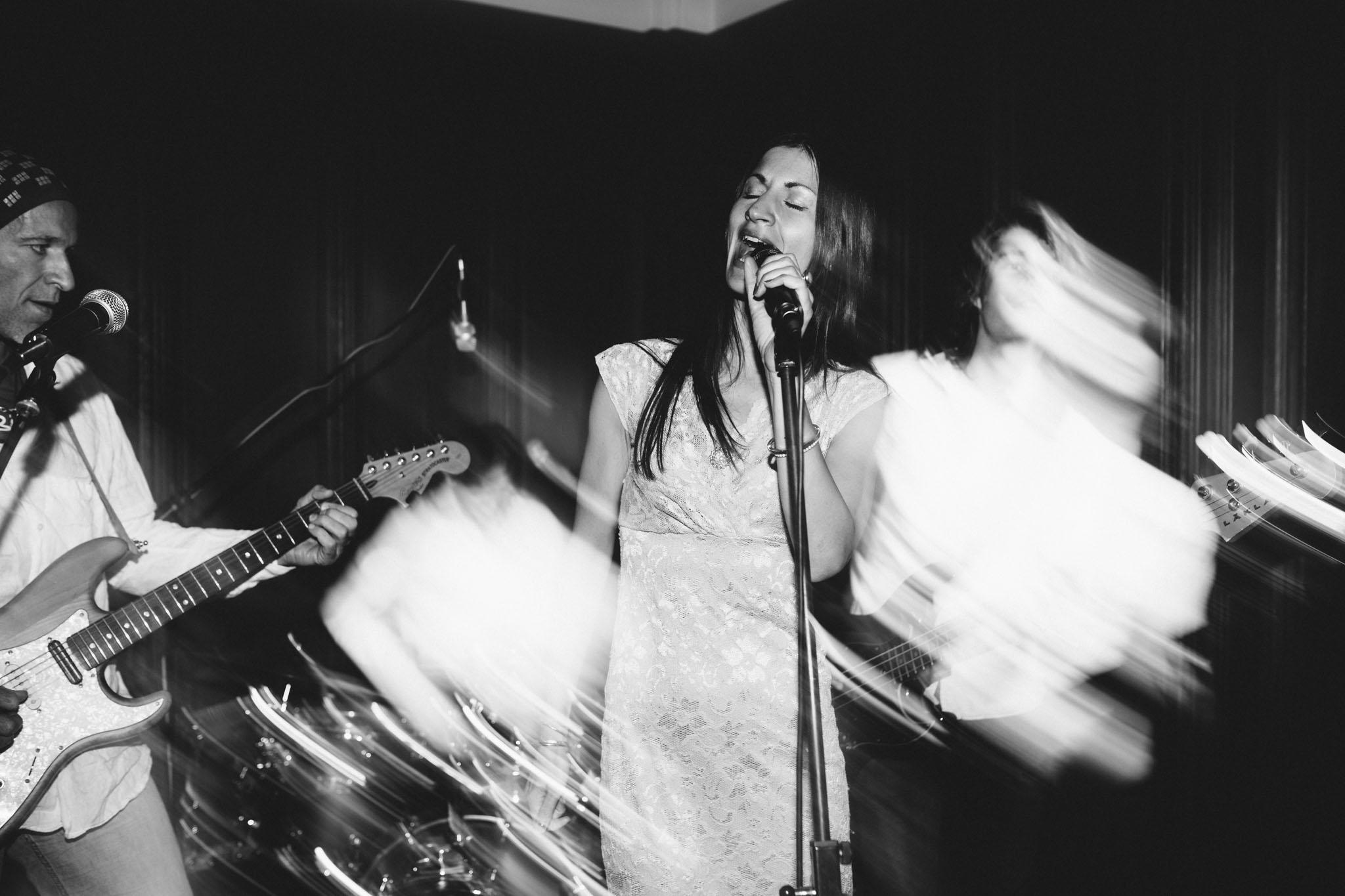 hochzeit-band-fotograf-reportage-schwarzweiss