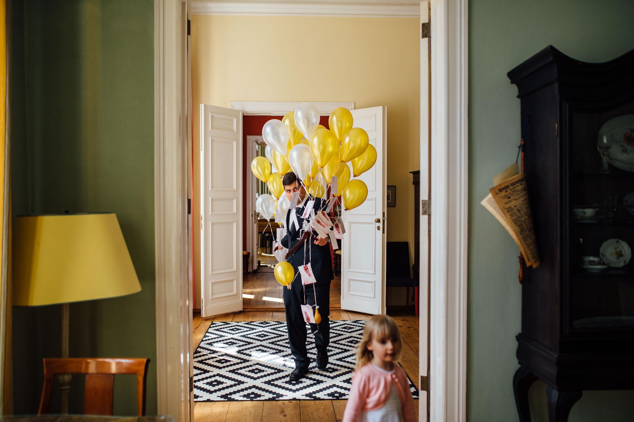 hochzeitsreportage-fotograf-brandenburg-ziethen-luftballons