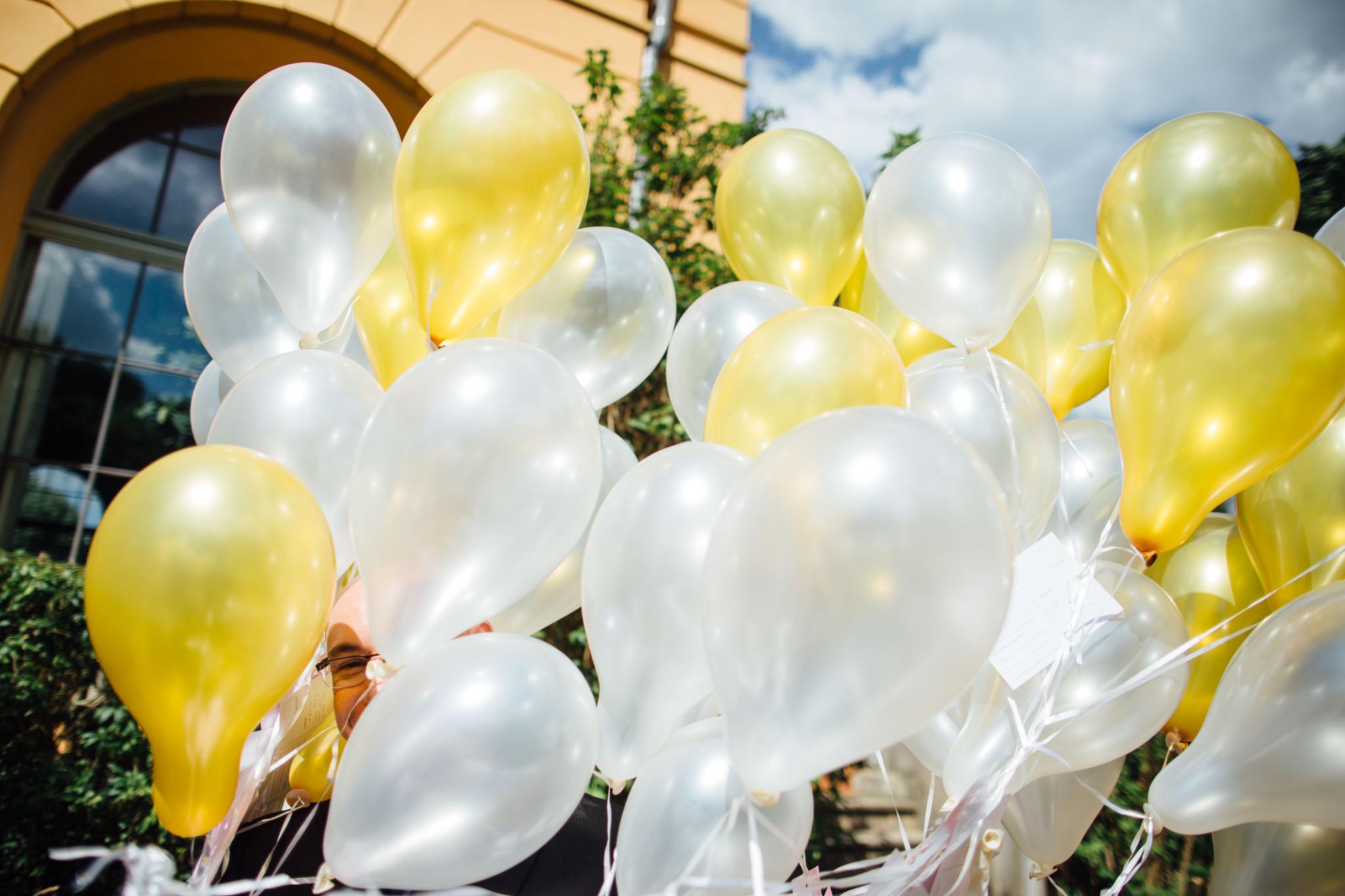 luftballons-hochzeit-hochzeitsreportage-fotograf
