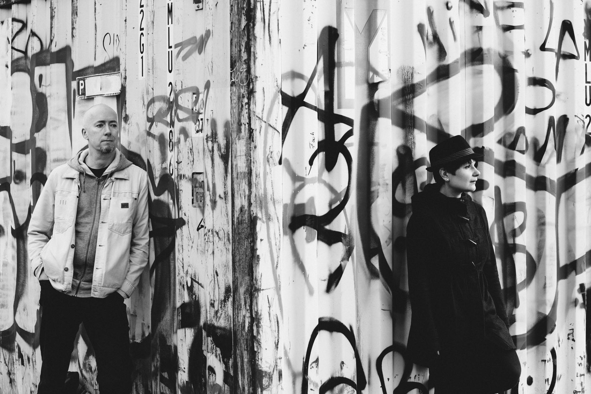 graffiti-foto-paarshooting-berlin-schwarzweiss