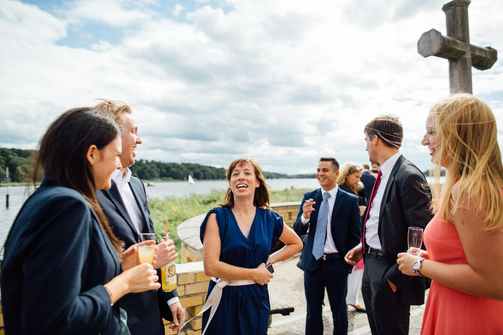 heilandskirche-sacrow-havel-heiraten-hochzeitsfotograf