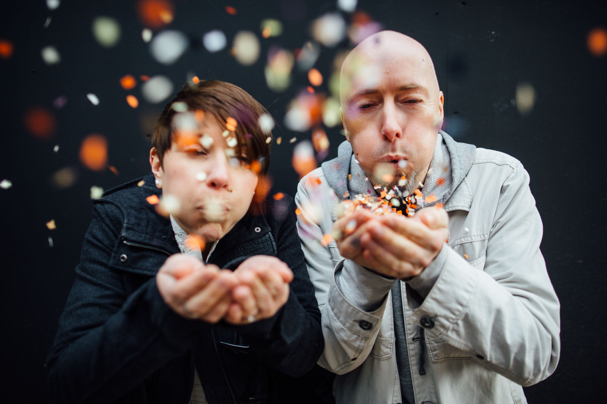 paarshooting-konfetti-berlin-fotograf-raw