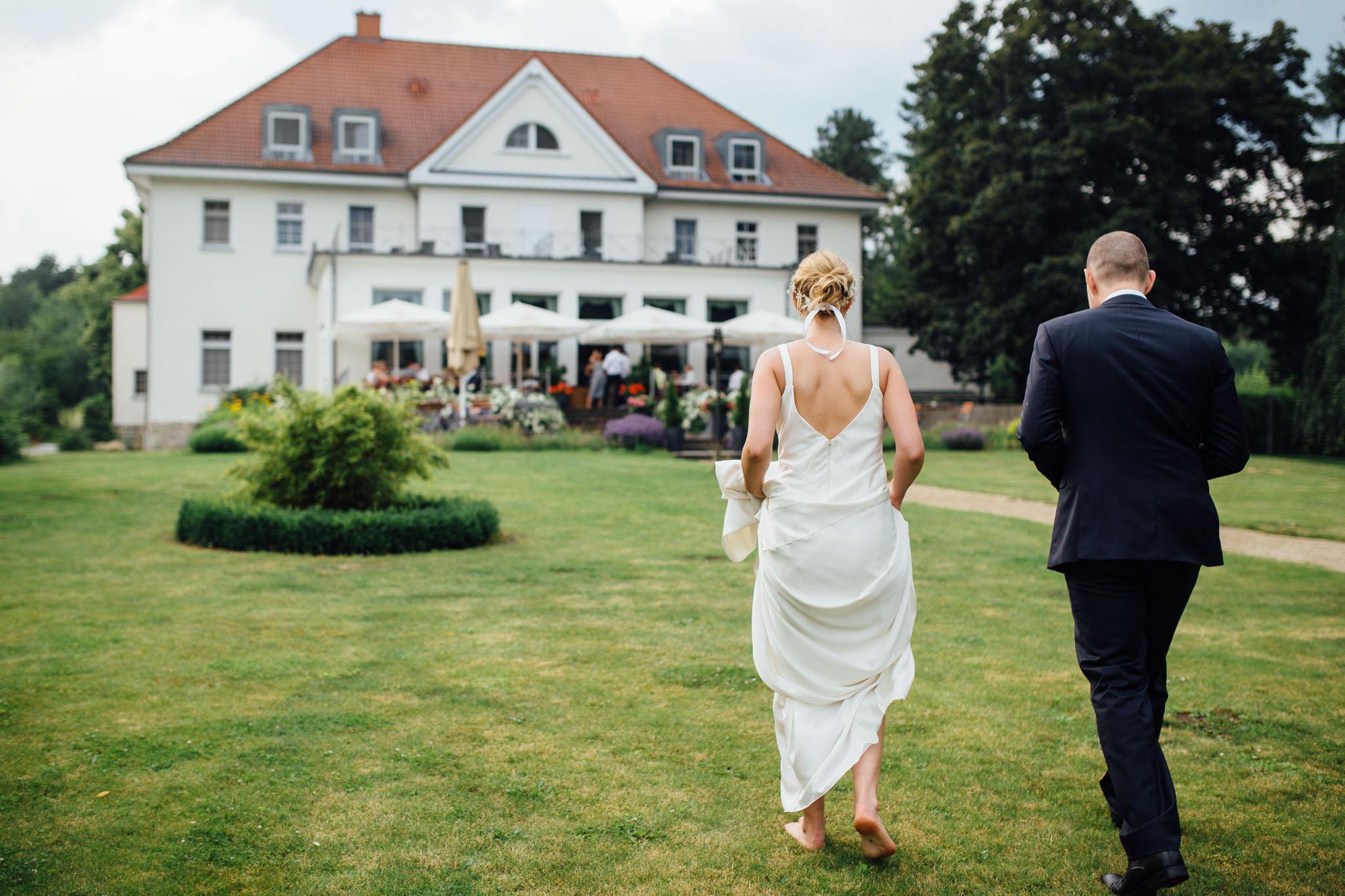 akademie-schmöckwitz-heiraten-brautpaar-shooting