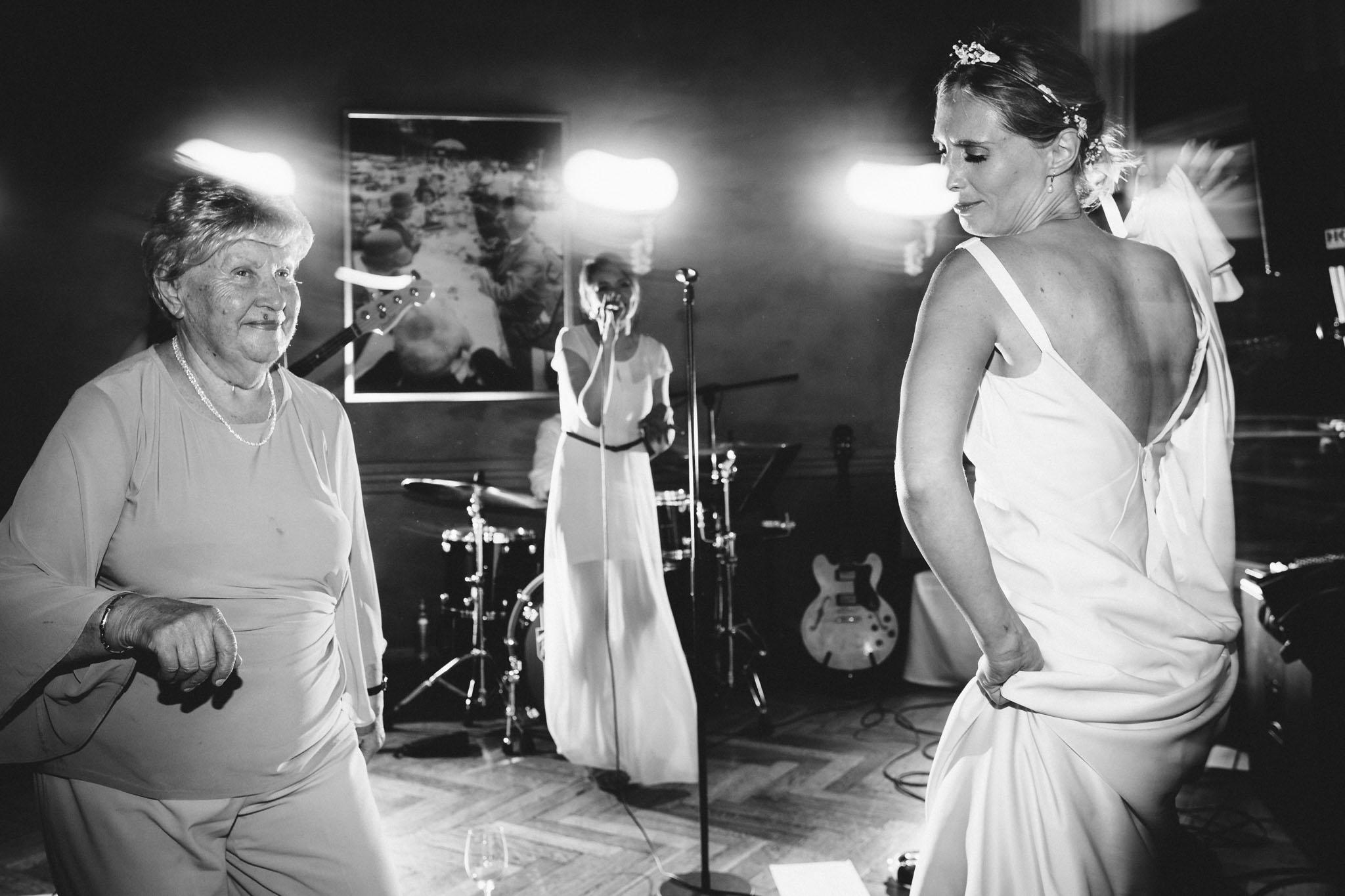 hochzeit-tanz--schwarzweiss-farbe-fotografie-berlin