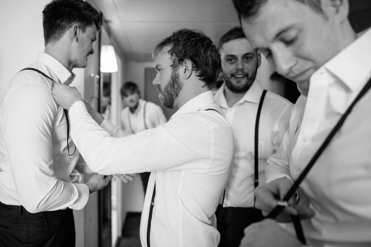 Ungewöhnlich Mens Hochzeit Passt Schwarz Und Weiß Bilder ...