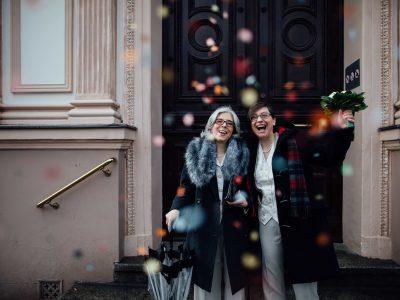 Heiraten in der Villa Kogge – zwei Frauen und ein Hochzeitsfotograf